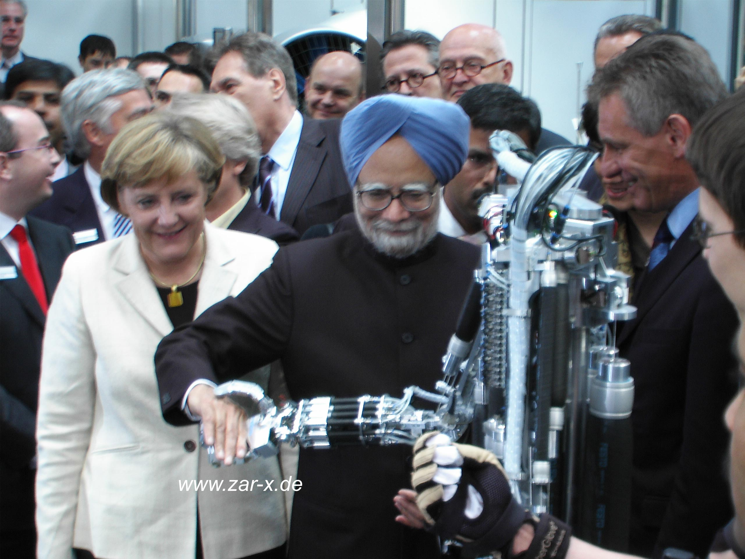 """Prime Minister Manmohan Singh shakes the hand of ZAR5, 2006."""